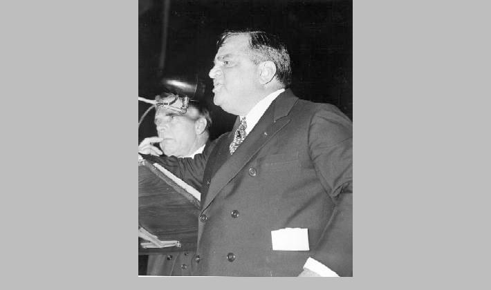 Mayor Fiorello La Guardia addressing the Teamsters Union during their strike, 1938